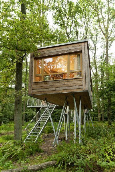 schreibtisch stuhl und strickleiter fertig ist das baumb ro tiny houses. Black Bedroom Furniture Sets. Home Design Ideas
