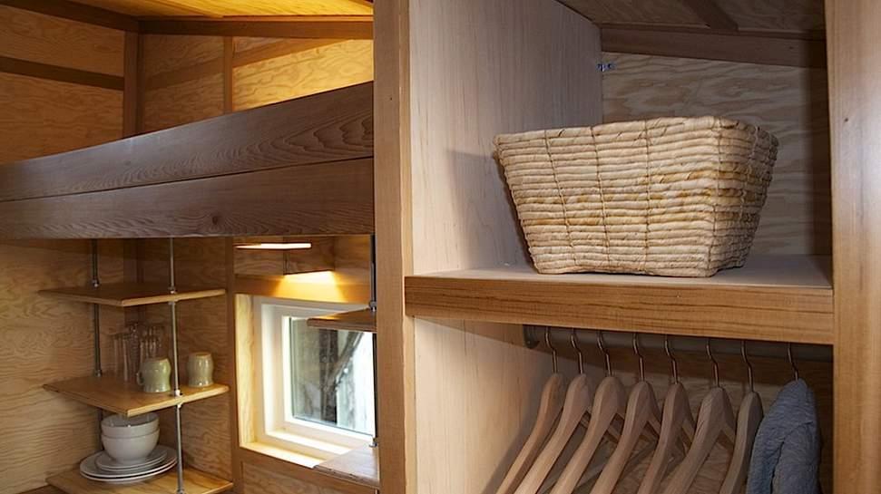 caramba geht s noch kleiner wohnen auf 9 qm tiny houses. Black Bedroom Furniture Sets. Home Design Ideas