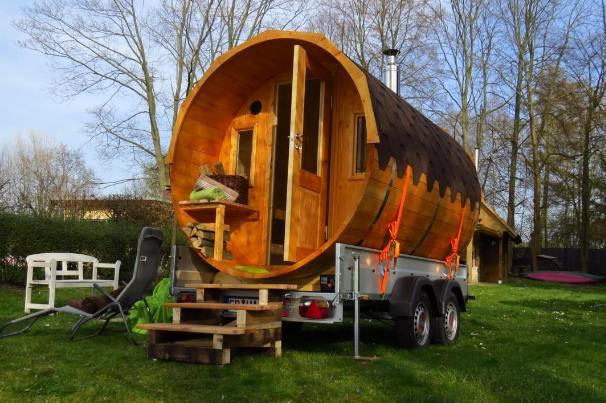 Tiny Houses Schwitzen Auf Radern Im Sauna Fass O