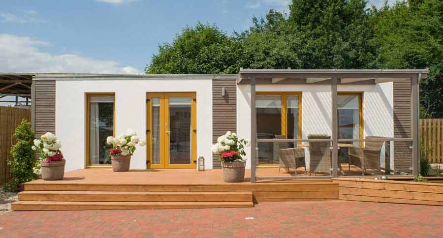wohnraumerweiterung in den garten tiny houses. Black Bedroom Furniture Sets. Home Design Ideas